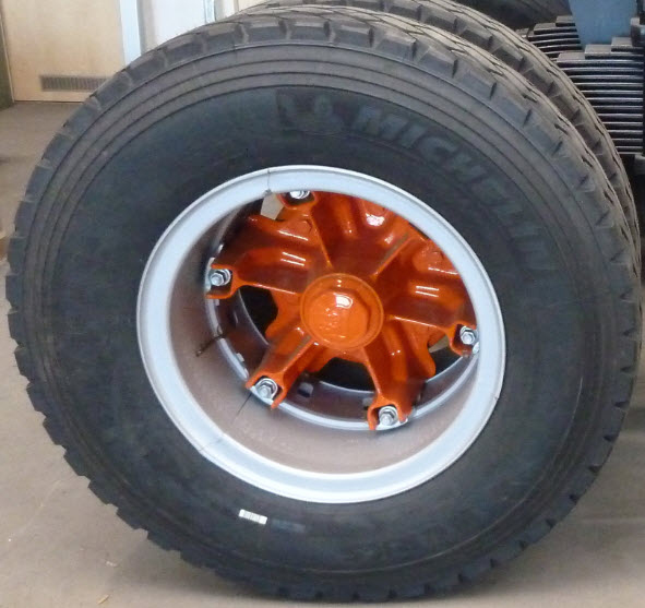 TRILEX rim and TRILEX star (orange) with MICHELIN 14.00 R 20 tire with off-road pattern. RAC-Germany is your reliable supplier.